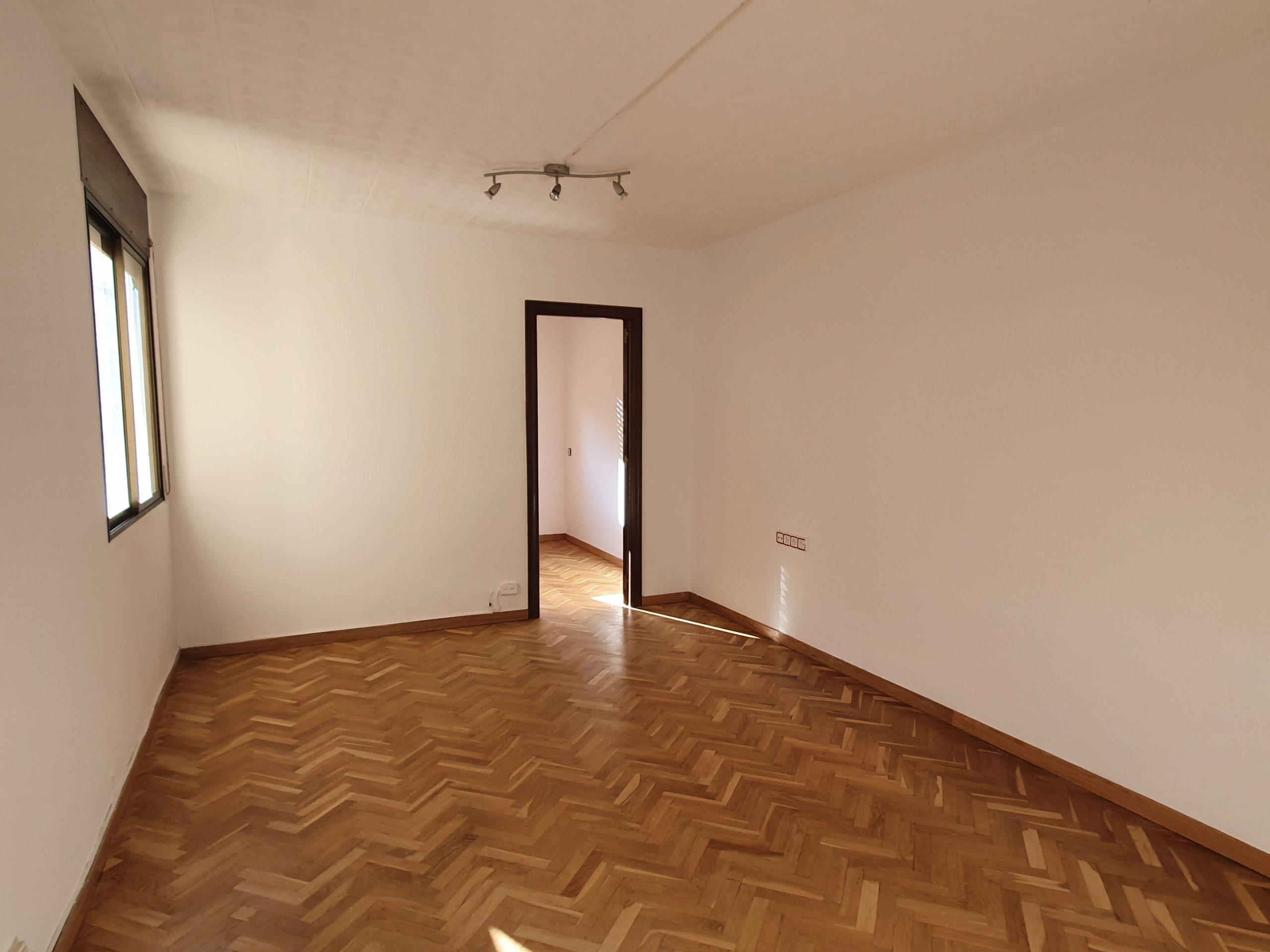 (jb 522) habitatge molt lluminos i tranquil.